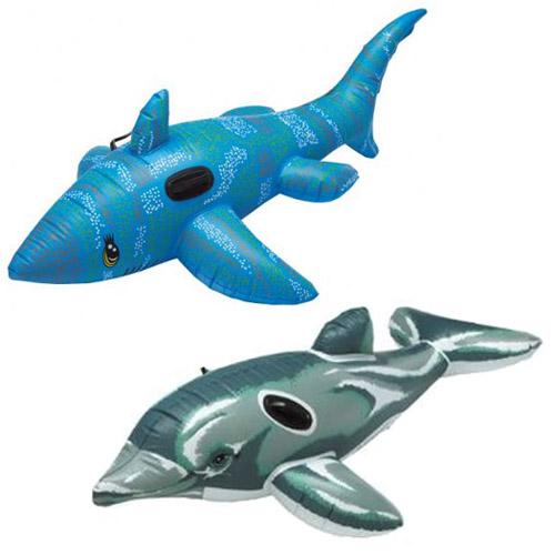 Colchonetas de playa con formas de tiburón y delfín.